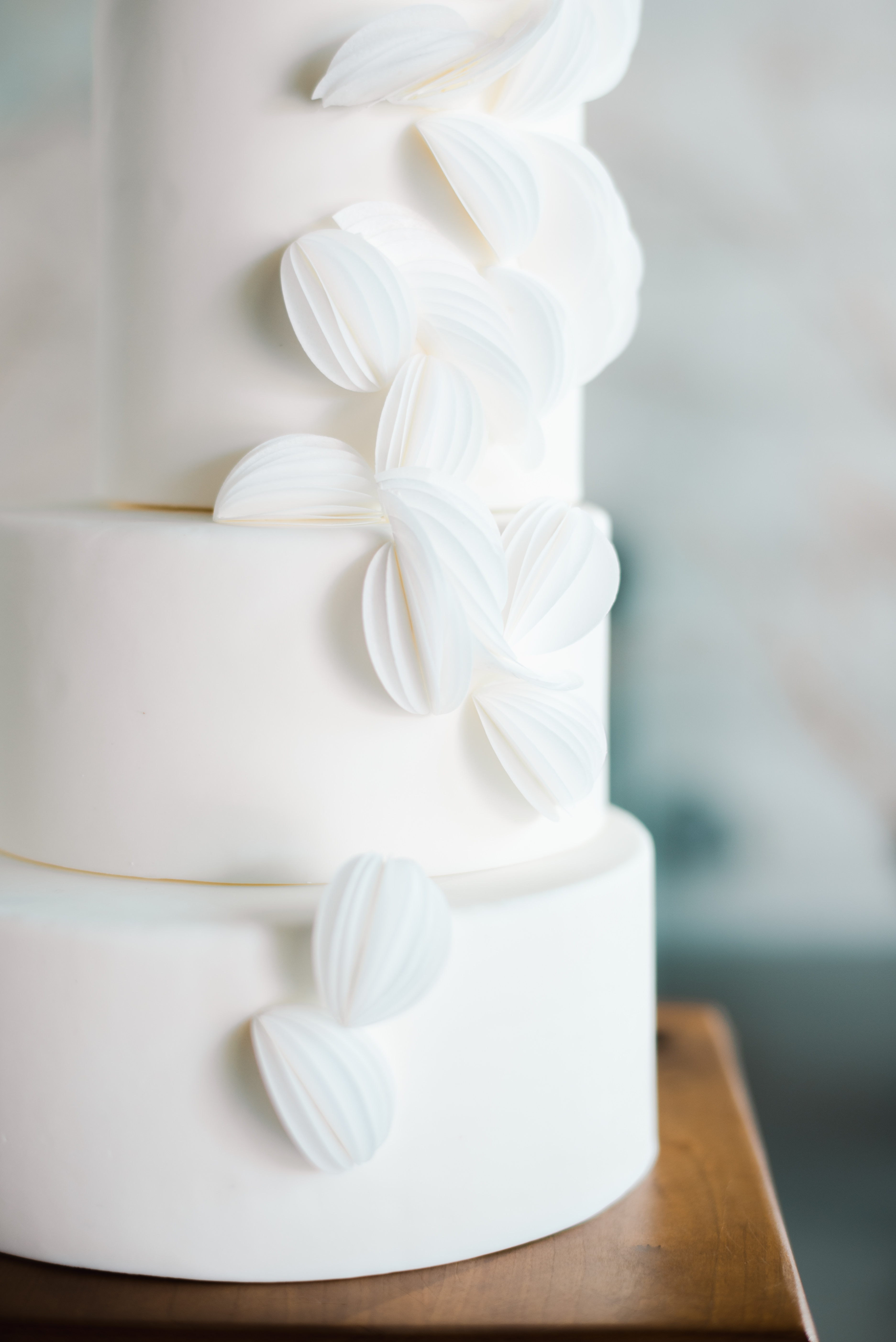 Details of rice paper on white wedding cake