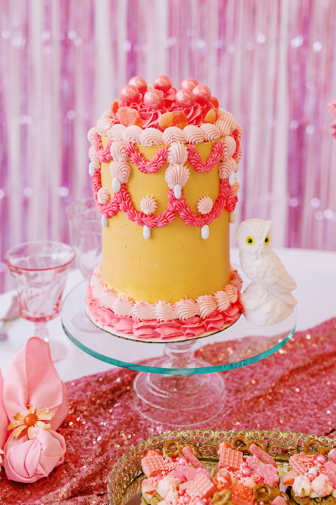 kitschy wedding cake gold and pink